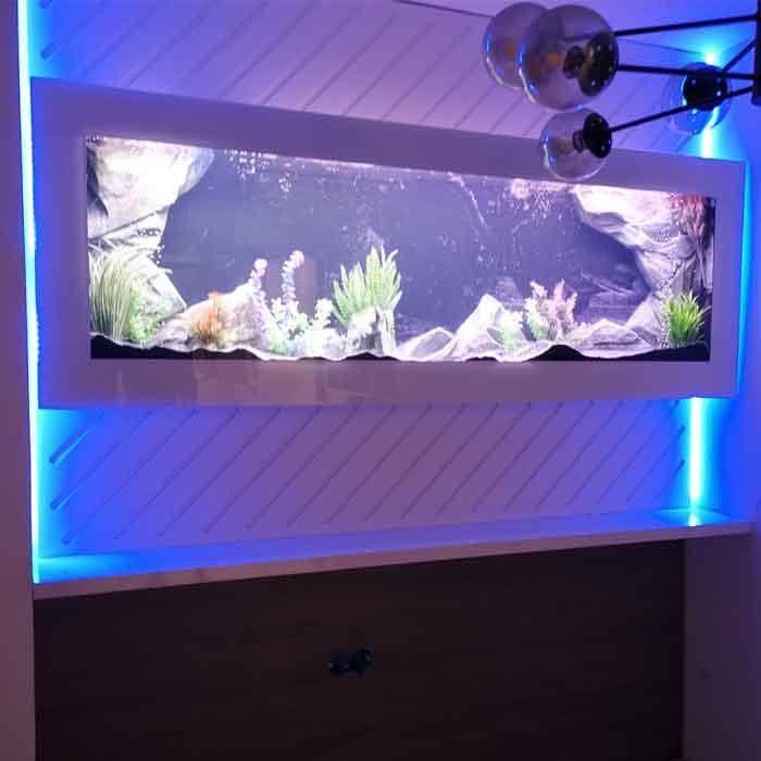 Plazna akvarijum sa pozadinskim svetlom i belom maskom - kalkulator cena